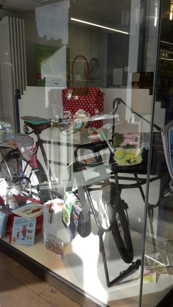 Schaufenster Buschmann mit unseren Produkten